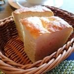 トラットリア ラ・エガオ - プランゾA(1500円) パン