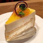 珈琲店トップ - ペシュール(520円。ドリンクとセットで100円引き)桃のケーキらしい。