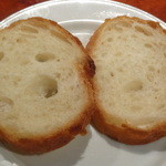 イタリアン居酒屋 にんたま屋台 - アヒージョにつけるパン(2015年11月来店)
