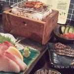 あぶり渋屋 - 鰤刺身、梅クラゲ、炙りもの