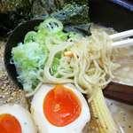 45087089 - 牛骨スープと細麺の相性はいいよ!