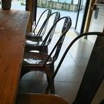 45087168 - 入口の大テーブル