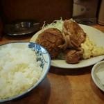 とん金 - 水曜日のランチ、メンチと生姜焼きセットでした。(950円)