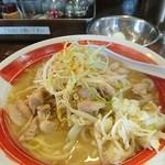 めんこいや - 料理写真:白湯せせり麺820円
