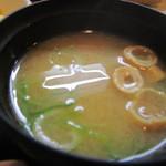 兼平鮮魚店・中洲川端店 - お味噌汁はワカメのお味噌汁です。