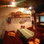 肉料理と鎌倉野菜の店 千住ビーチ - ゆったりソファー