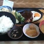むじゃき - ハンバーグ定食   580円