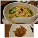 星期菜 - 炒飯は海老タップリでいいお味ですし、スープもあっさり系ですからよく合います。       「ザーサイ」は塩辛くない品。