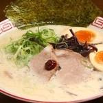 博多豚骨ラーメン 替玉食堂 - 料理写真: