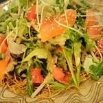 ベイサイドレストラン&バー R-10 - 長崎皿うどんサラダ