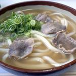 45098331 - 濃厚鴨スープがウリの鴨うどん510円です。                       カモモモ肉のスライスが4枚トッピングされていてます。                                              『鴨うどん』は鴨の旨みと脂が出た専用の出汁が使われています。