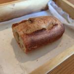 45100940 - 201512 パンは姉妹店の多摩区役所近くにあるベーカリー「セチュニュ・ボン・ニデー」のもの