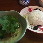 別府タイ料理レストラン トムヤムクン。 - 料理写真:『ゲーンキャオワーン』様(1000円)※ソムタム付。
