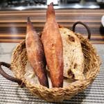 スモールワンダーランド - 自家製パン  バゲット  レーズンパン