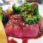 スモールワンダーランド - 熊本産 赤牛のイチボのロースト 赤ワインソース