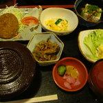 キネマ食堂 - 日替わり定食(メンチカツ)