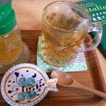 Honeybee Cafe - ハーブティー
