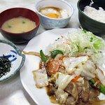 阿べ屋 - 生姜焼きと月見とろろ丼セット