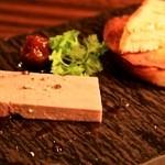 フェリア トウキョウ - ガチョウのフォアグラのテリーヌのタルティーヌ バニラ風味のイチジクのコンポートを添えて