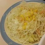 松屋 - セットのサラダ(フレンチドレッシング、カルビソース添え)