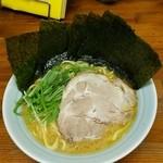 入船食堂 - ラーメン550円。麺硬め。海苔増し100円。