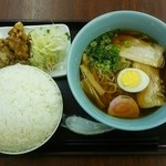 恵繁坊 - 醤油ラーメン定食(ごはん大盛)[\910]