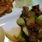 元禄茶屋 - 料理写真:野菜等を炒めたものを豚足の煮汁で味付け