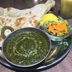 インドカレー&ナン ムンバイ - ほうれん草とコーンのカレー