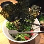 町田っ子居酒屋 とととりとん - 三種の海苔サラダ580円を注文。                             わーい!海苔いっぱーい!あおさのり大好き(*´▽`*)
