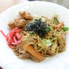Sakurairongugorufu - 料理写真:ヤキソバ唐揚げ2個添え