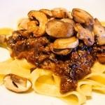 エキ ポンテベッキオ ア オオサカ - タリアテッレ 牛と豚、ポルチーニ茸のコラーゲンラグー マッシュルームのソテー添え