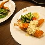 洋食Revo - ランチペアセット(天然大エビフライは1人1皿なんですねぇ)