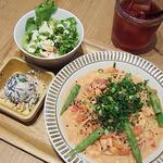 ココノハ - スモークサーモンとアスパラの味噌トマトクリームパスタ