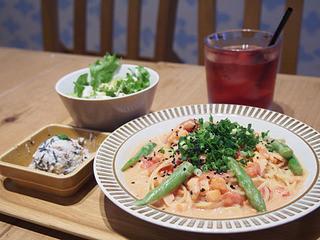 ココノハ 東京スカイツリータウン・ソラマチ店 - スモークサーモンとアスパラの味噌トマトクリームパスタ