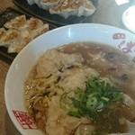 45134578 - エビワンタン麺と餃子たち