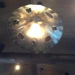 Mio Casaloレストラン - 電気のかさにもブタさんがいます
