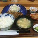 四季菜 - 料理写真:生姜焼き定食