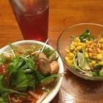 モンスーンカフェ - フォーバイキングとセットのサラダ 混んでるけど楽しい!