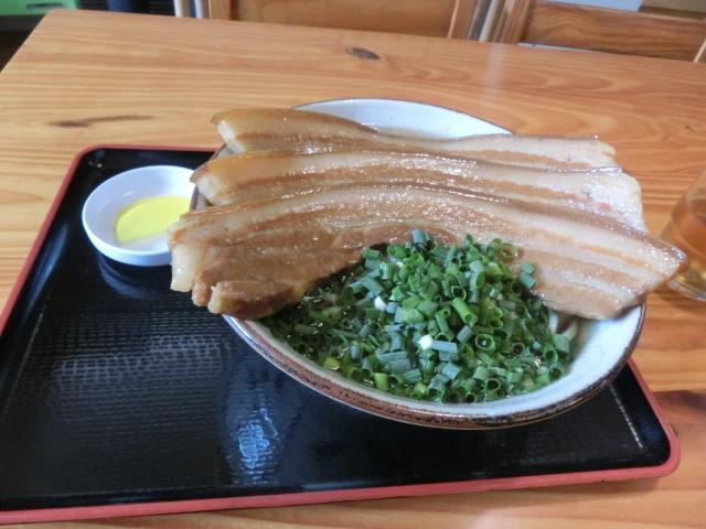 田そば  - 三枚肉そば大\930