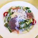 レストランausu - 生ハムとパルミジャーノのサラダ
