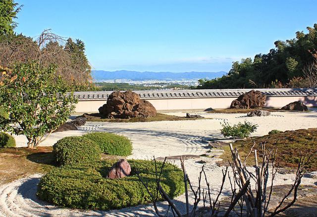 正法寺 - (2015.11月)東山連峰から醍醐山を借景にした枯山水庭園