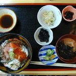 たこ楽 - 料理写真:海鮮丼定食(1000円)