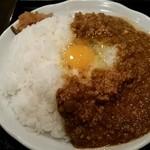 南蛮食堂 - 本格キーマカレーに生卵60円をオン!