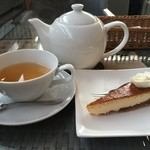 45152468 - ランチセットの紅茶とケーキ