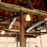 マカロニ食堂 - 高い天井