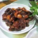 シャンウェイ - 豚肉とカシューナッツの黒酢和え