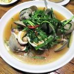 シャンウェイ - 白ハマグリとにらのスープ