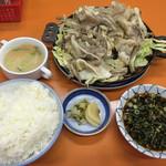 関白 - ジンギスカン焼きとライス大を注文したら、スープも付いていた(^^)