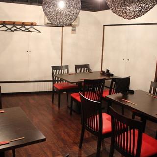 2階に個室として使えるテーブル席をご用意(貸切り10名様~)