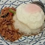 45164357 - ガパオ ガイ ラァ カオ(鶏肉、バジル辛口炒めかけご飯)